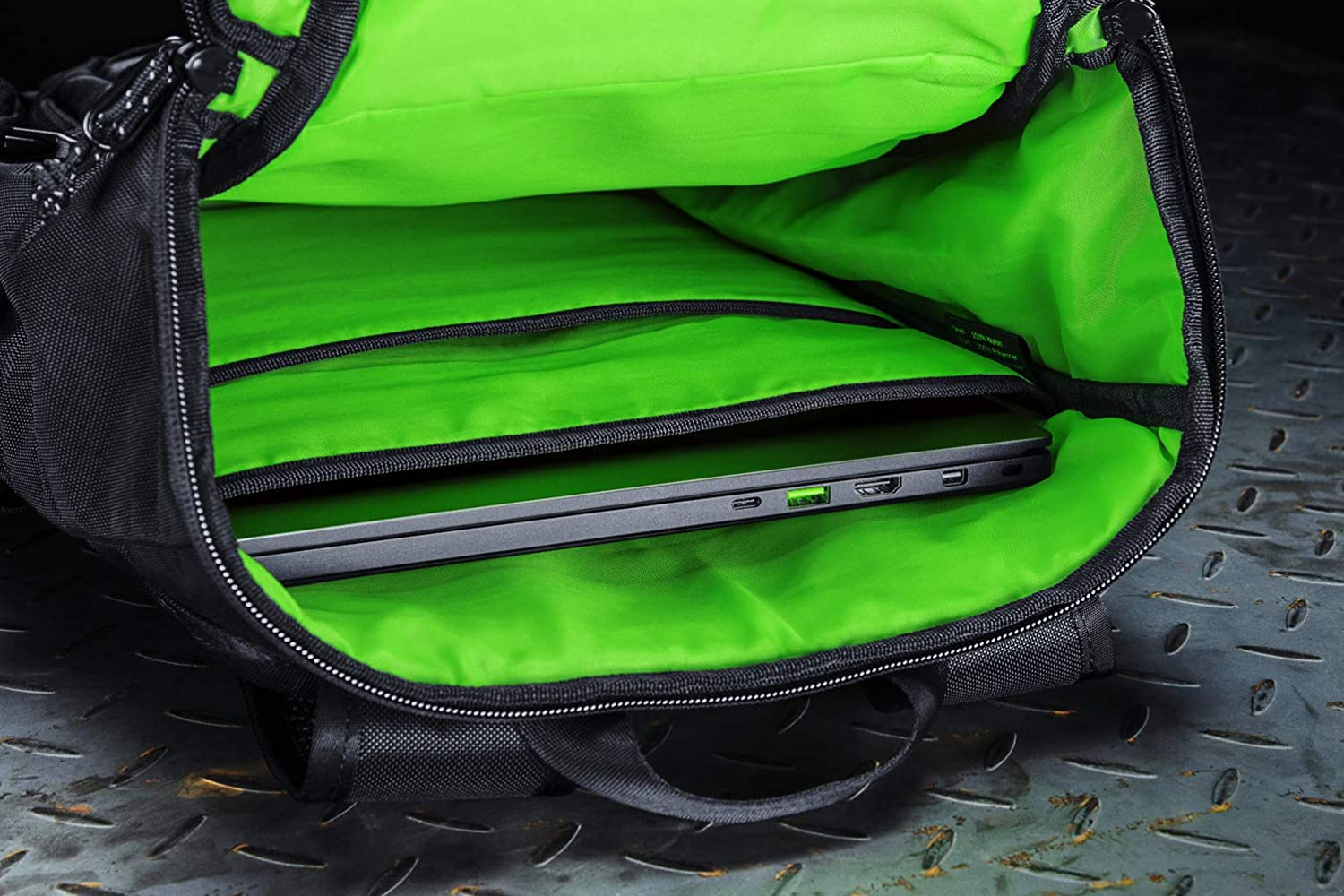 Black Fits 15 inch Laptops Roll Top for Increased Capacity Razer Tactical v2 17 Laptop Backpack: Tear /& Water Resistant Exterior Scratch-Proof Interior