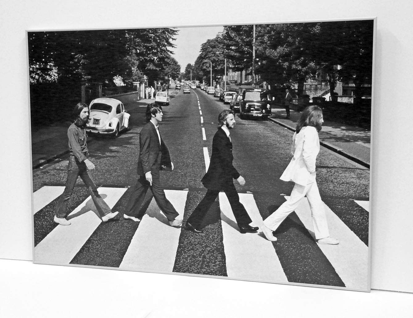 BaikalGallery Beatles Abbey Road Cuadro Enmarcado TAMAÑO 70X100cm (P1052) Moldura de Aluminio Mate Plata de 1,5cm - Montaje en Panel Adhesivo (Foam)- Laminado en Mate (Sin Cristal)