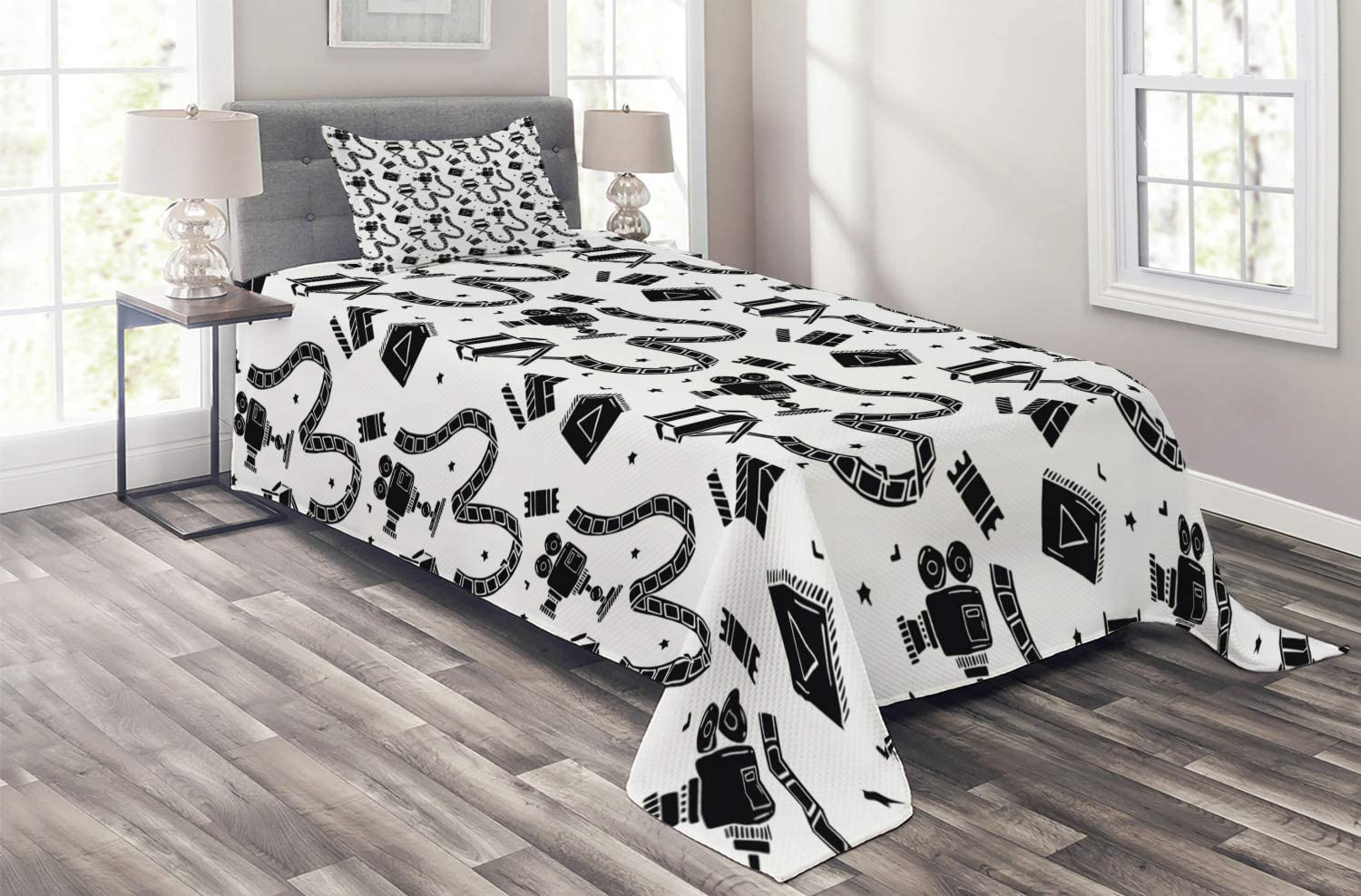 Ambesonne Old Hollywood Coverlet, Cartoon Style Doodle Movie Cinema Elements and a Play Button, 2 Piece Decorative Quilted Bedspread Set with 1 Pillow Sham, Twin Size, Black Print