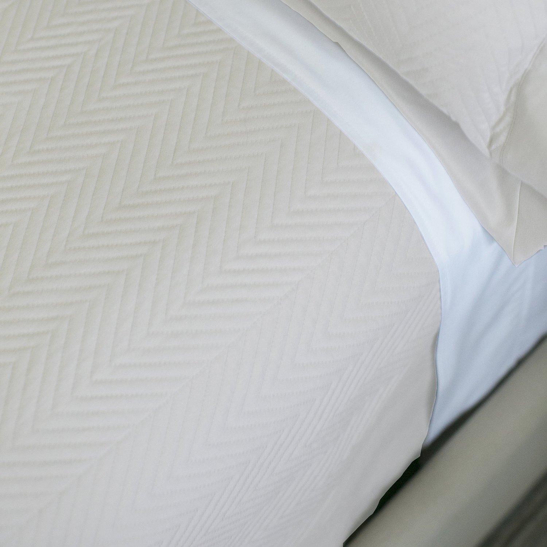 Jennifer Adams Home Eternal Matisse Quilted Blanket (King/Cal King, Ivory)