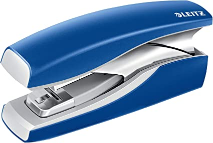 Ergonomisches Kunststoffgeh/äuse Inkl NeXXt Blau 30 Blatt Heftklammern Blisterverpackung 55000035 Leitz Heftger/ät