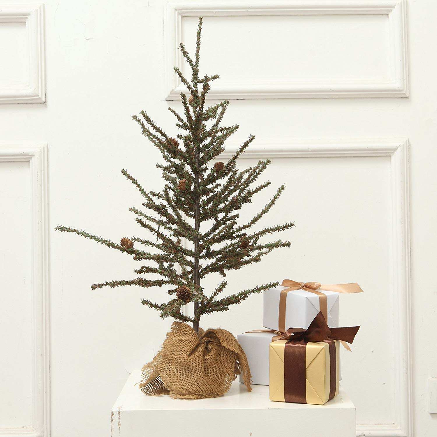 VGIA Small Home Decoration Tabletop 28'' Christmas Tree with Wood Stand, Green
