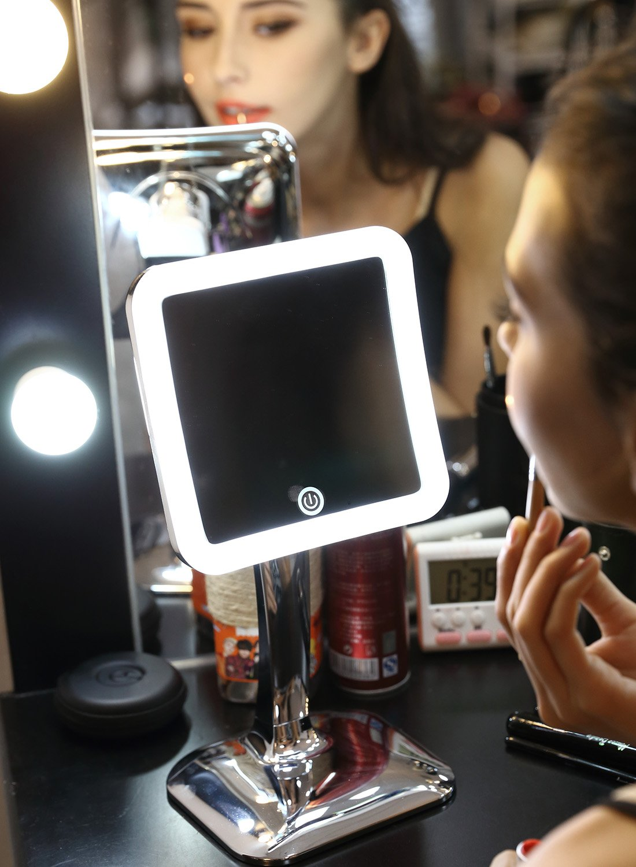 Miusco,Miroir grossissant lumineux 7X LED tactile sans fil activ/é