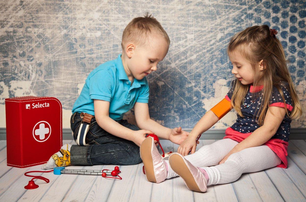 Selecta Spielzeug 5260 - Arztkoffer für Kinder 74631 Puppen / Spielsets