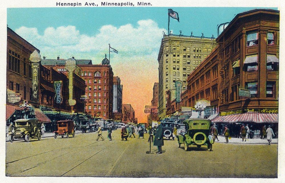 ミネアポリス、ミネソタ州 – ビューDown Hennepin Avenue 36 x 54 Giclee Print LANT-35902-36x54 36 x 54 Giclee Print  B01MFB824T