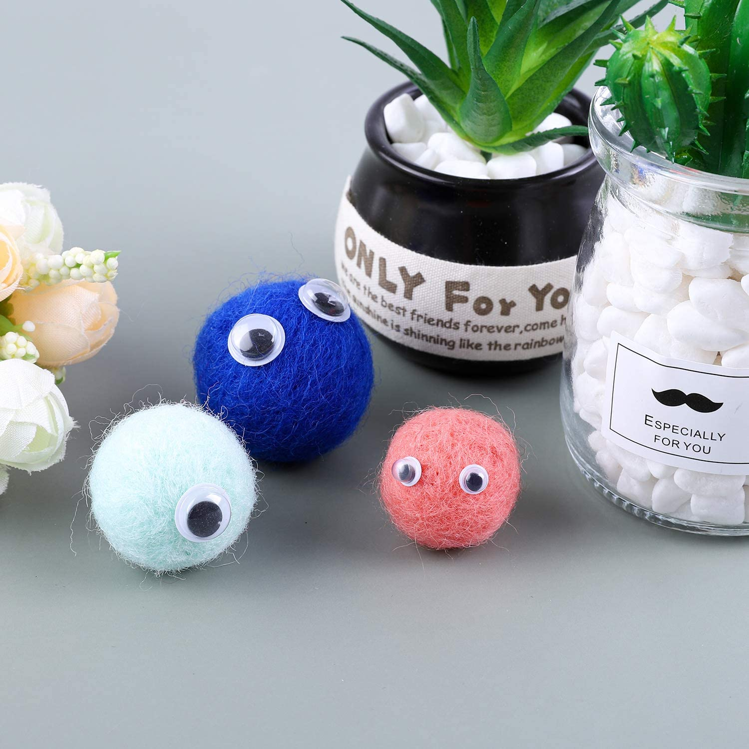 Elcoho 500 Pieces Crafts Wiggle Eyes Googly Eyes Self Adhesive Toys Wiggle Eyes for DIY or Festival Craft Accessories Assorted Sizes from 6-15 mm