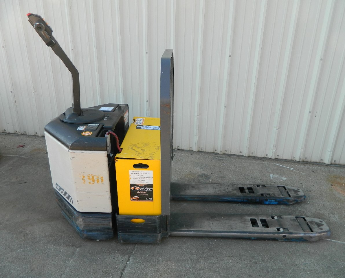 Amazon.com: Crown 24V Electric Pallet Jack PW3520-60 Good Battery 6000 Lb.  w/ Charger 120V: Home Improvement