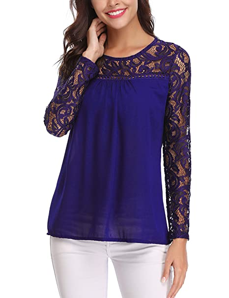 Blusa primaveral con transparencia y encaje en hombros y mangas.