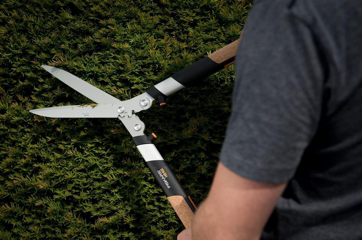 Fiskars Quantum Hedge Shear 23 Inch Image 2