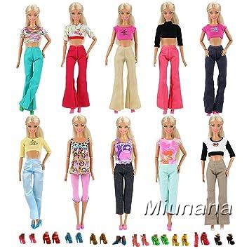 ca0c9e9efc5 Amazon.es  Miunana 10 Trajes de Ropas Fashion Camiseta y Pantalones + 10  pares Zapatos Accesorios como Regalo para Muñeca Barbie Doll Estilo al  Azar  ...