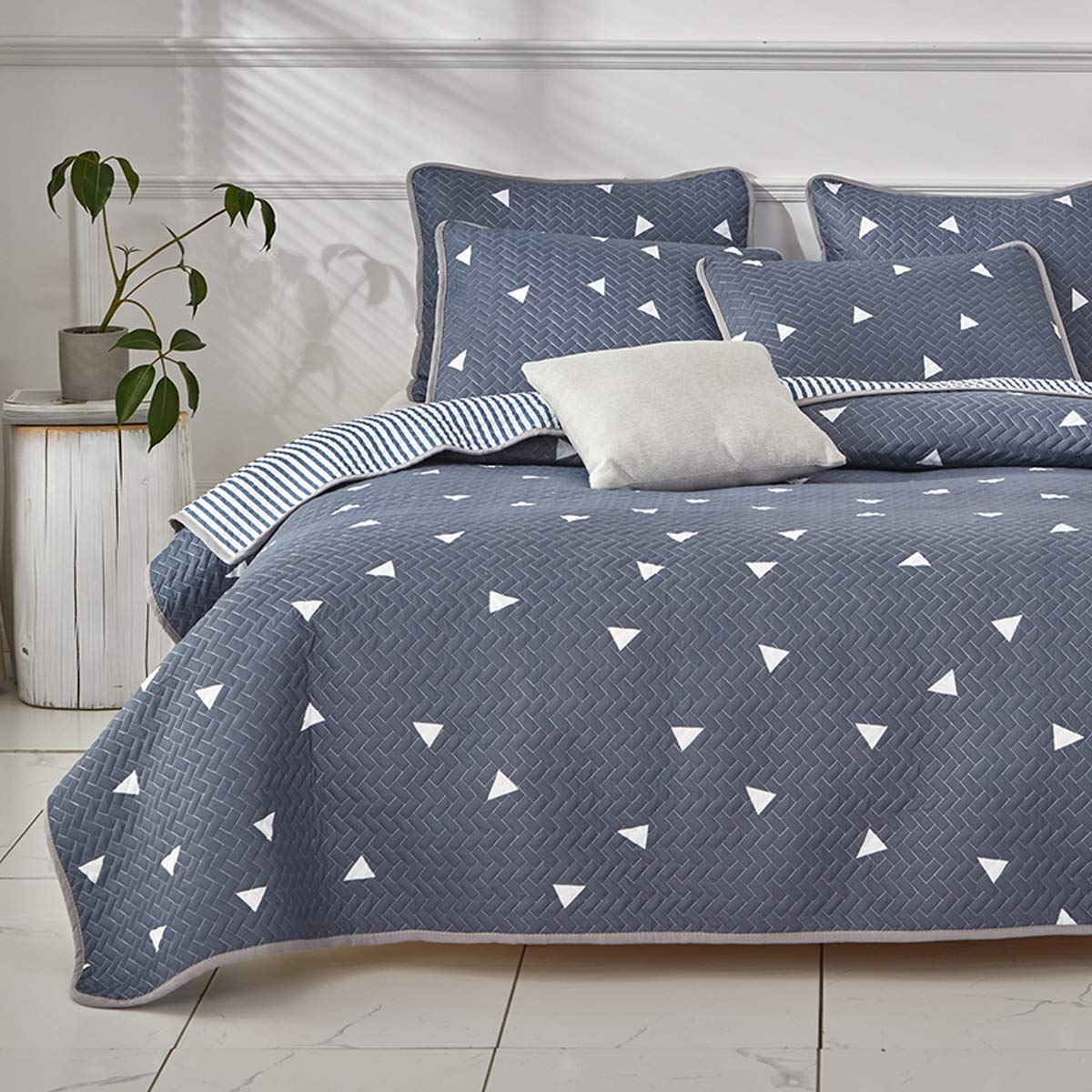 Uozzi Bedding 3 Piece Reversible Twin Quilt Set Blue Gray Soft Microfiber with White Triangles Lightweight Men Adult 104x90 in Coverlet Bedspread for All Season