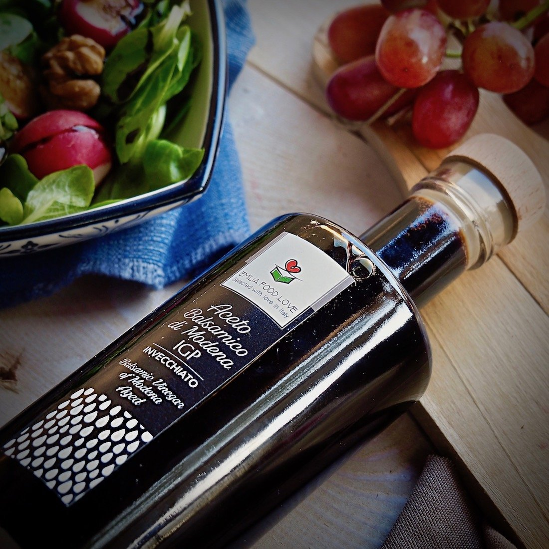 Balsamic Vinegar of Modena IGP AGED - Made in Italy - EMILIA FOOD LOVE - Selected with Love in Italy - Aceto Balsamico di Modena IGP Invecchiato by EMILIA FOOD LOVE (Image #6)