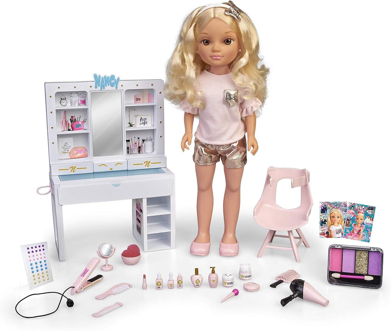 Nancy-Un día, muñeca con tocador, y Accesorios de Belleza (Famosa 700015787)