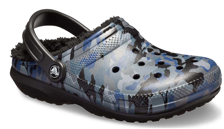 fcf407c08fc0 CROCS - Classic Fur Lined Graphic Clog - CAMO Blue Black  Amazon.co.uk   Shoes   Bags