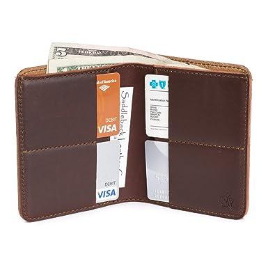 Gran cartera de cuero Saddleback: Slim, Rígida, Diseño de soporte de múltiples tarjetas
