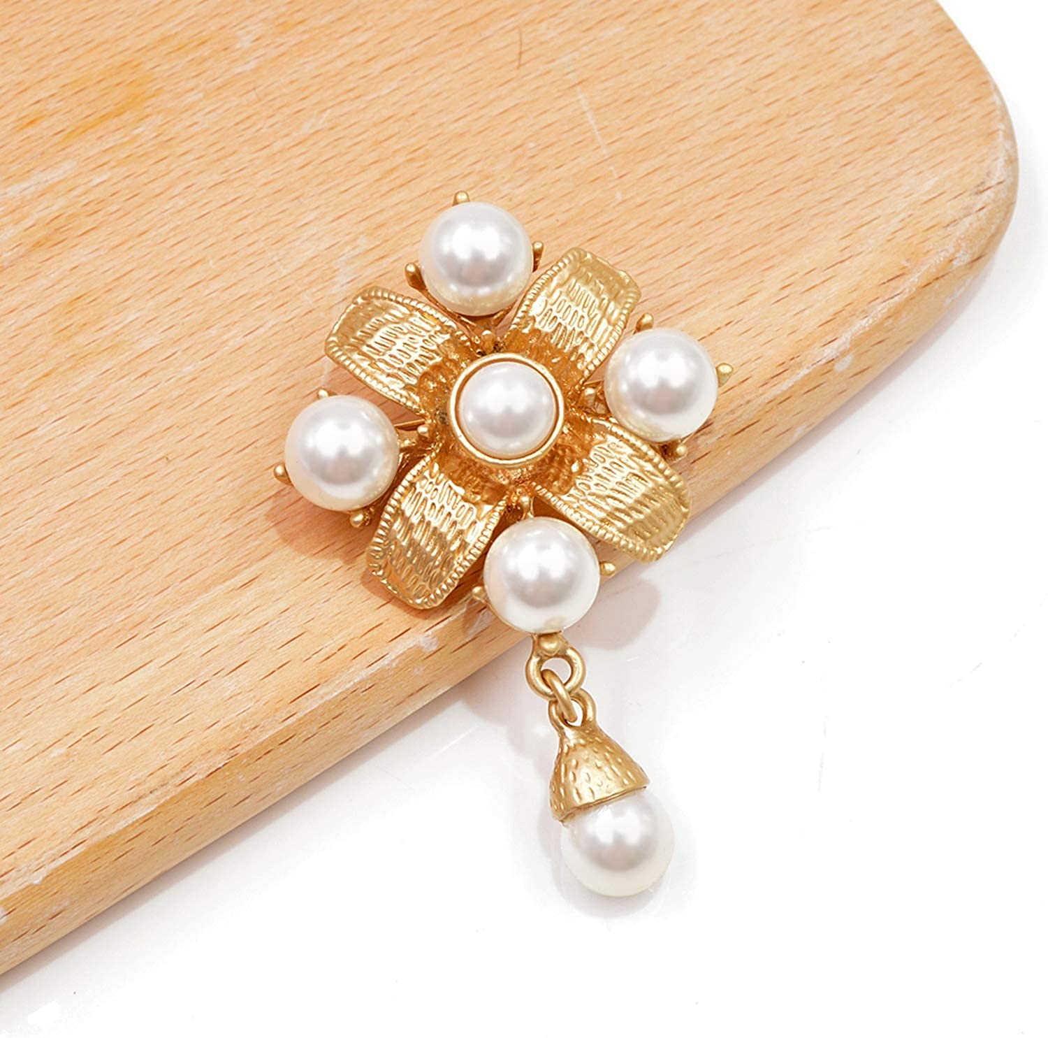 Lanng Gold Color Metal Cross Brooch Pearl Pins Baroque Style Vintage Fashion Jewelry Antique Elegant Accessories Good Gift
