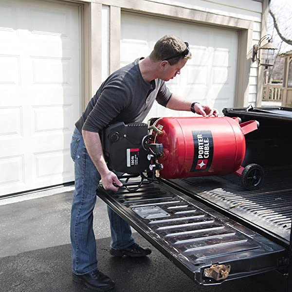 The compressor has also 7-inch semi-pneumatic wheels which ensure the gallon is easily transported to work sites