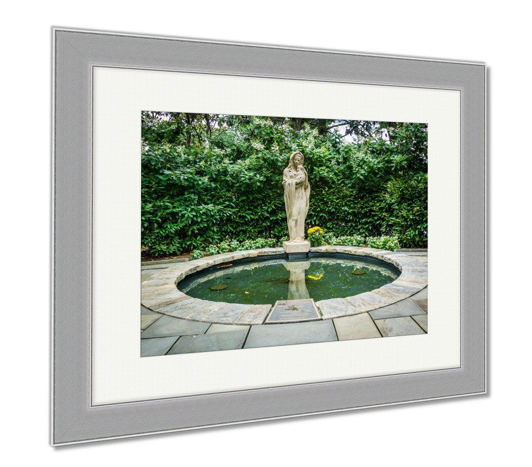 Ashleyキャンバス像とプールのMarys Basilicaに庭にThe Silver 35