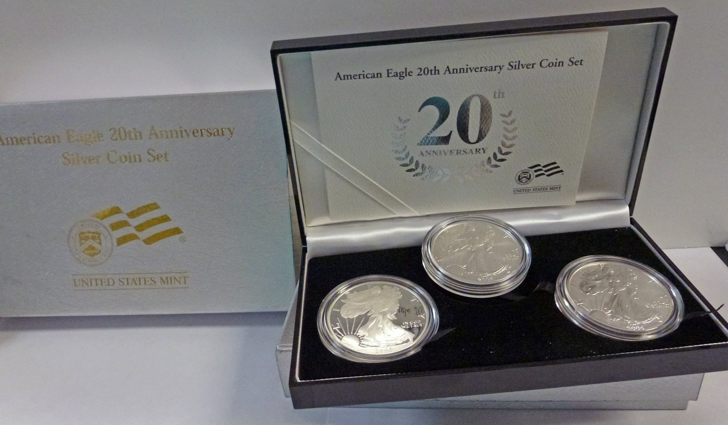 2006 Uncirculated SILVER EAGLE      FREE SHIPPING