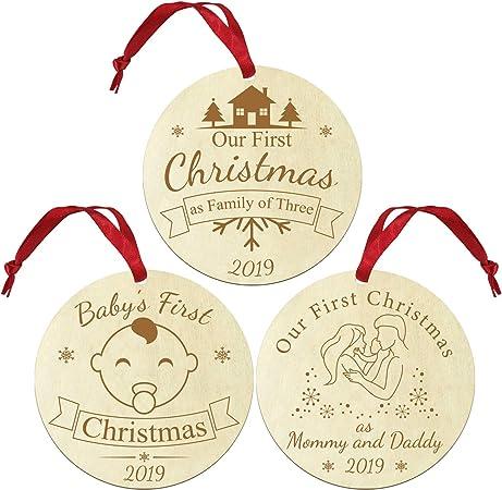 Baby And Familys First Christmas uwows Primi Ornamenti Natalizi per Bambini Primo Natale Come pap/à e Mamma e Primo Natale di Ornamenti Natalizi in Legno Set di 3