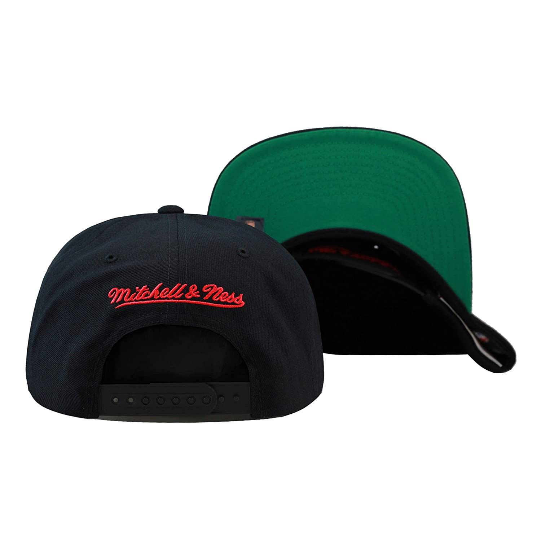 67cfbb9de65 Amazon.com   Mitchell   Ness Men s Chicago Bulls Snapback One Size Black    Clothing