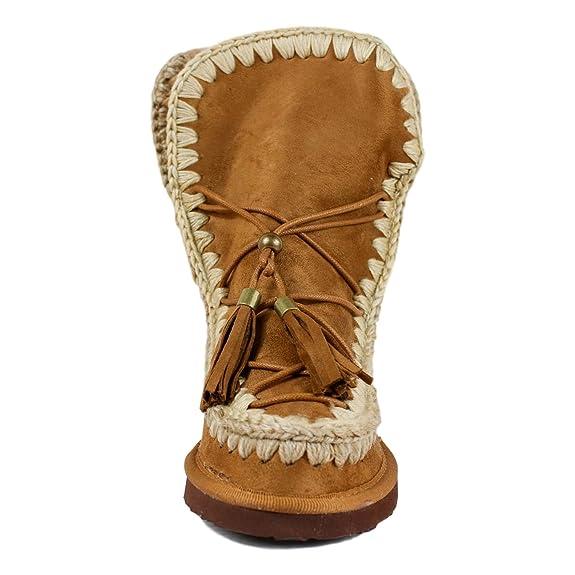 2a5d6a8e79e Botín Estilo Australiano con Pespuntes Bordados y borlas. Forrado con Pelo  y cuña Interior.  Amazon.es  Zapatos y complementos