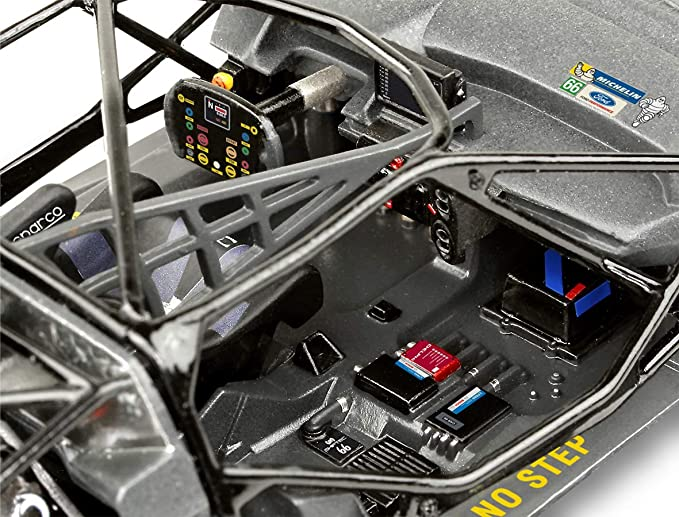 Amazon.com: Ford GT Le Mans 2017 Kit de plástico: Toys & Games