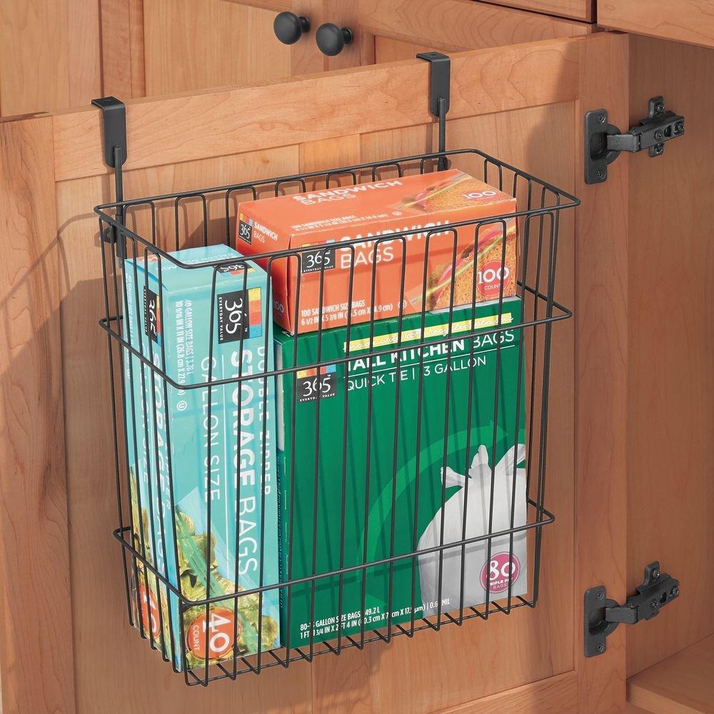 Utile anche come cestino spazzatura Cestino da appendere in metallo da agganciare alla porta dellarmadio nero opaco mDesign Cesto contenitore per oggetti e utensili lunghi