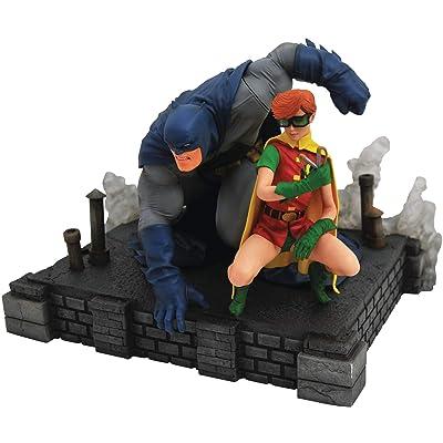 DIAMOND SELECT TOYS DC Gallery: The Dark Knight Returns Batman & Robin Deluxe PVC Figure Diorama, Multicolor: Toys & Games