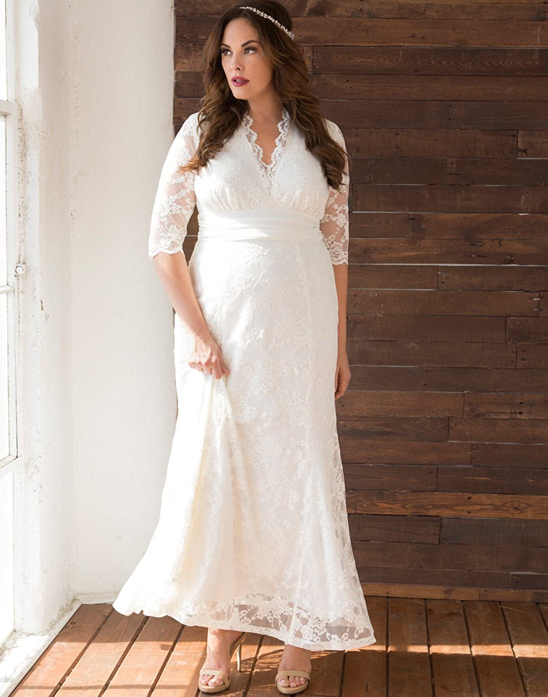 060d2e9fced4 Kiyonna Women s Plus Size Amour Lace Wedding Gown at Amazon Women s  Clothing store