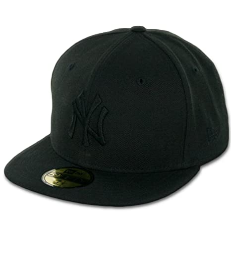 c75ee45af3ede4 Amazon.com : New Era 59Fifty New York NY Yankees Blackout Fitted Hat  (Black/Black) Mens Cap : Clothing