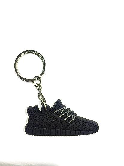 1b82fa686e4 Amazon.com   Cute Silicone Yeezy 350 Boost Key Chain Sneaker Keychain Kids Key  Rings Key Holder Llaveros Chaveiro Porte Clef   Sports   Outdoors