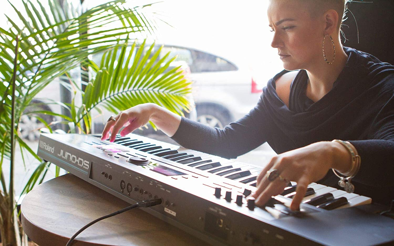 Roland juno-ds61 61-Key sintetizador: Amazon.es: Instrumentos ...