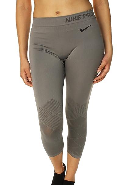 e4ec218b1982 Amazon.com  Nike Pro Womens Limitless Capri Pants (L