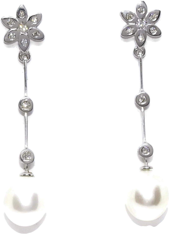 Pendientes de oro blanco de 18k para mujer/novia con diamantes 0.17cts y perlas cultivadas de 9.5mm. Largos 4.50cm y cierre presión