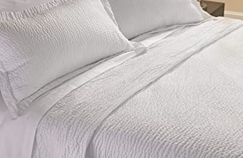 Courtyard By Marriott Hotel Rippled Coverlet   Queen