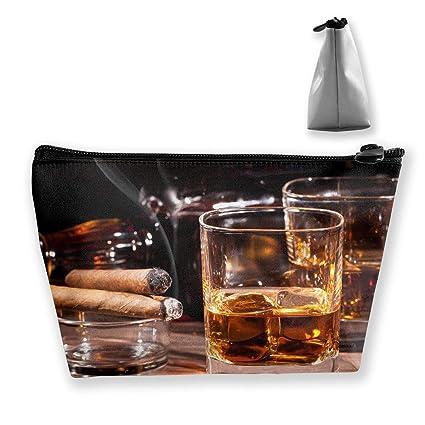 Bolsa de maquillaje, cosméticos, whisky, cigarros, alcohol ...