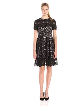 Amazon Com Adrianna Papell Women S Lace Finished Fit And