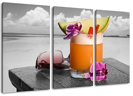 Cocktail Tropicale Con Il Mare Sullo Sfondo Disegno Bianco Nero