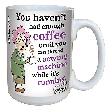 Amazon.com: Hilarious Aunty Acid máquina de coser taza de ...