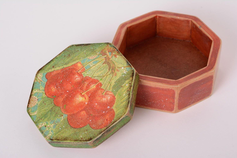 Hecho a mano decoupage madera caja de joyería de forma ...