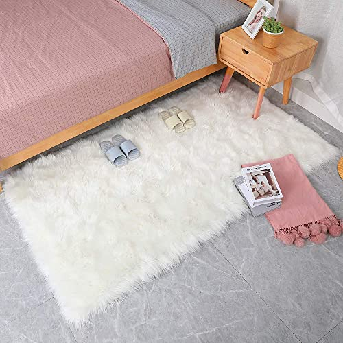 Villsure Ultra Soft Thick Faux Fur Fluffy Sheepskin Area Rug 4ftx 6ft, Silky Long Wool Carpet for Living Room Bedroom Dormitory Home Decoration Luxury White