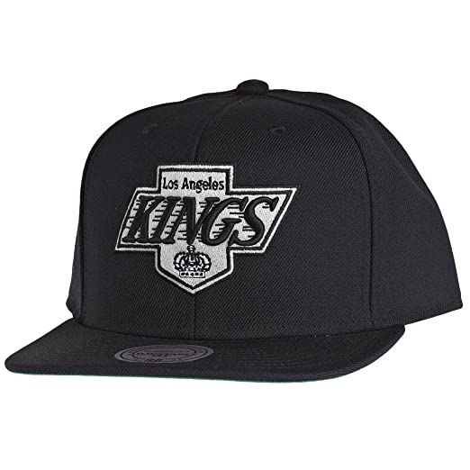 Amazon.com  Mitchell   Ness Los Angeles Kings Wool Solid Snapback ... dc1c1052348d