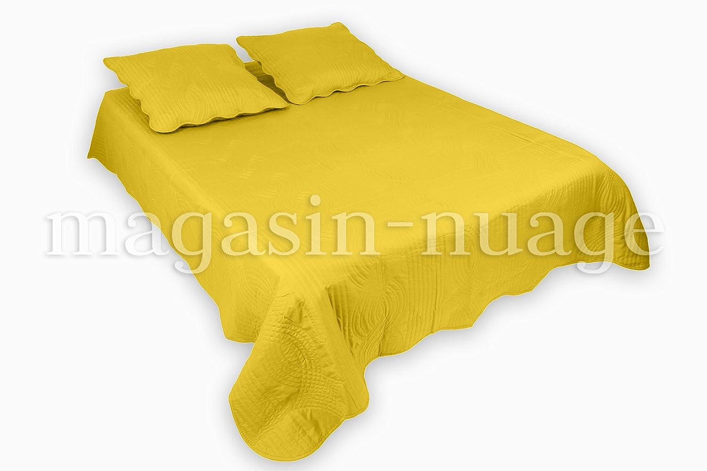 couvre lit boutis jaune Couvre lit boutis 2 places Flora Jaune avec 2 Housses de coussin  couvre lit boutis jaune