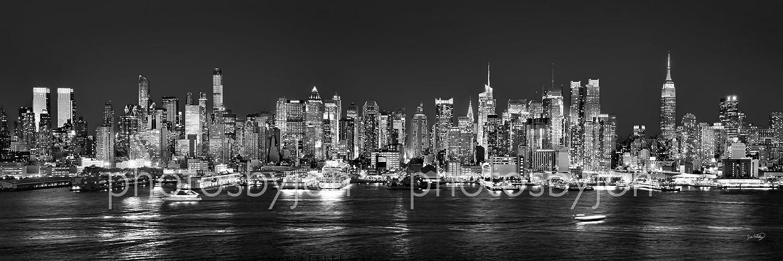 Amazon com new york city manhattan midtown skyline photo print unframed night black white bw nyc 11 75 inches x 36 inches photographic panorama print