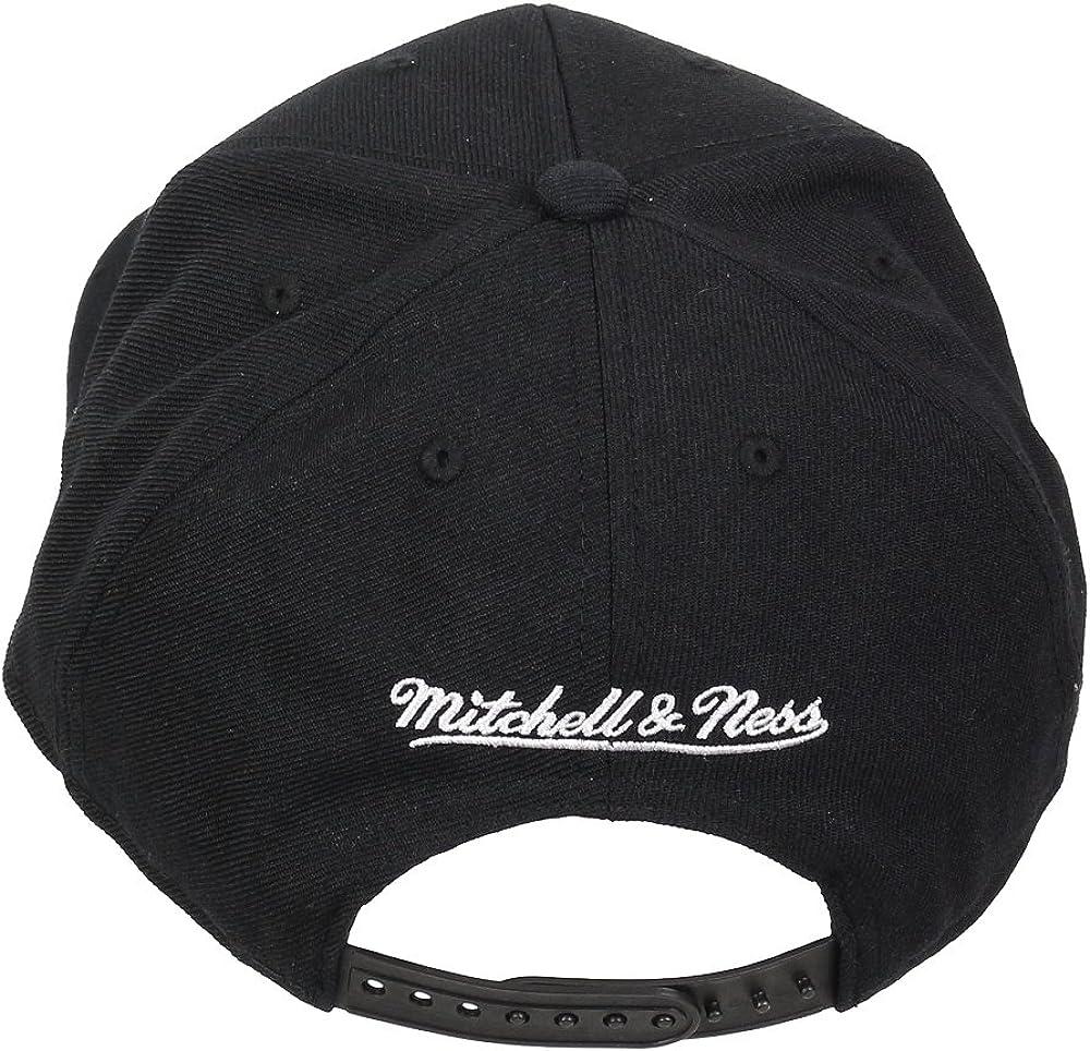 Black//Black Mitchell /& Ness Brooklyn NETS Snapback Black UP Team Arch