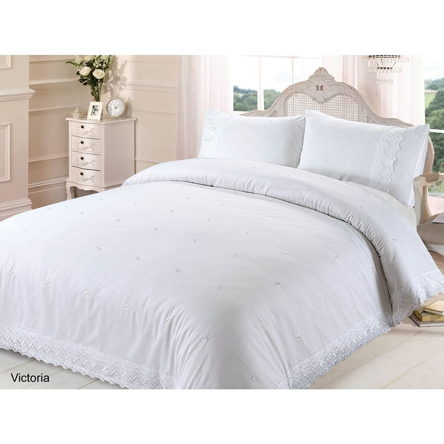 Housse de couette blanche brodee remc homes for Couette blanche