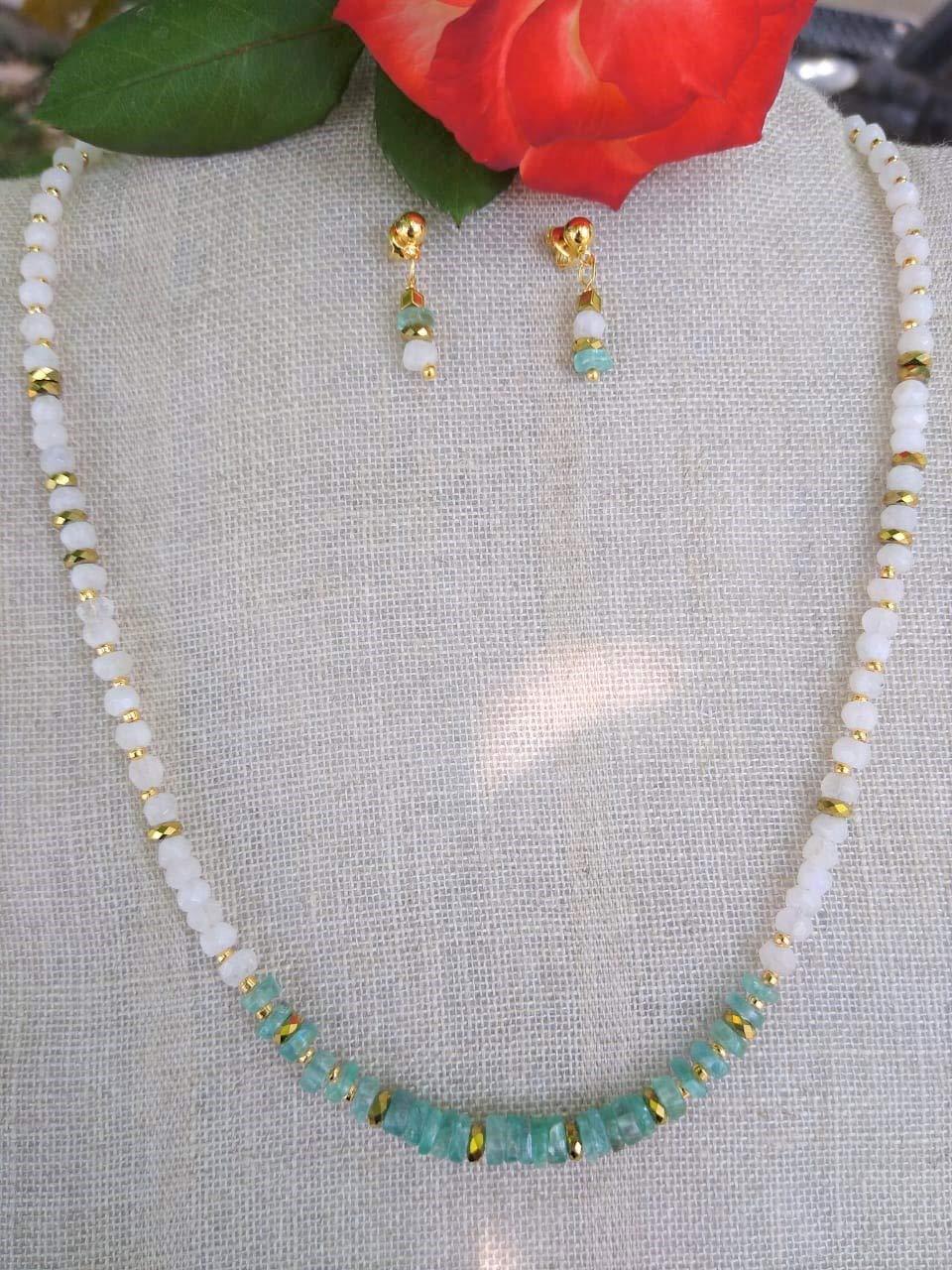 Piedra Luna y Aguamarina. Conjunto de collar y aretes, hecho a mano, piedras semipreciosas. Hecho en México