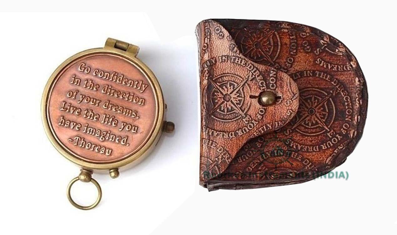 Thoreau 's Go Confidently Quote Engraved Compass with Stampedレザーケース B078W586K9