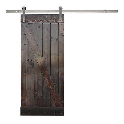 Madera De Color Marron Oscuro Interior Pintado Granero Con Puerta